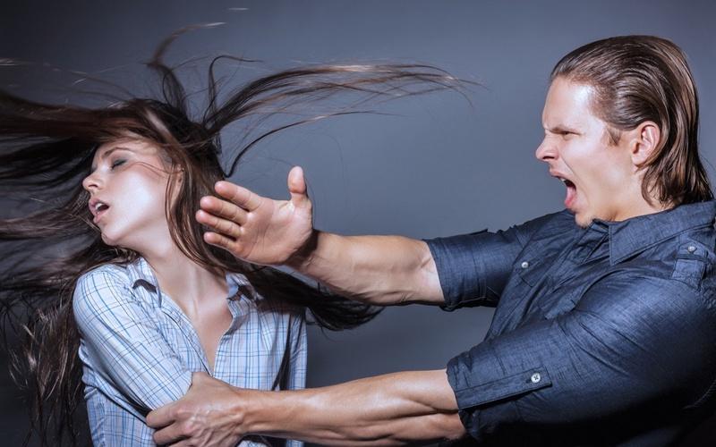 почему мужчина поднимает руку на женщину психология